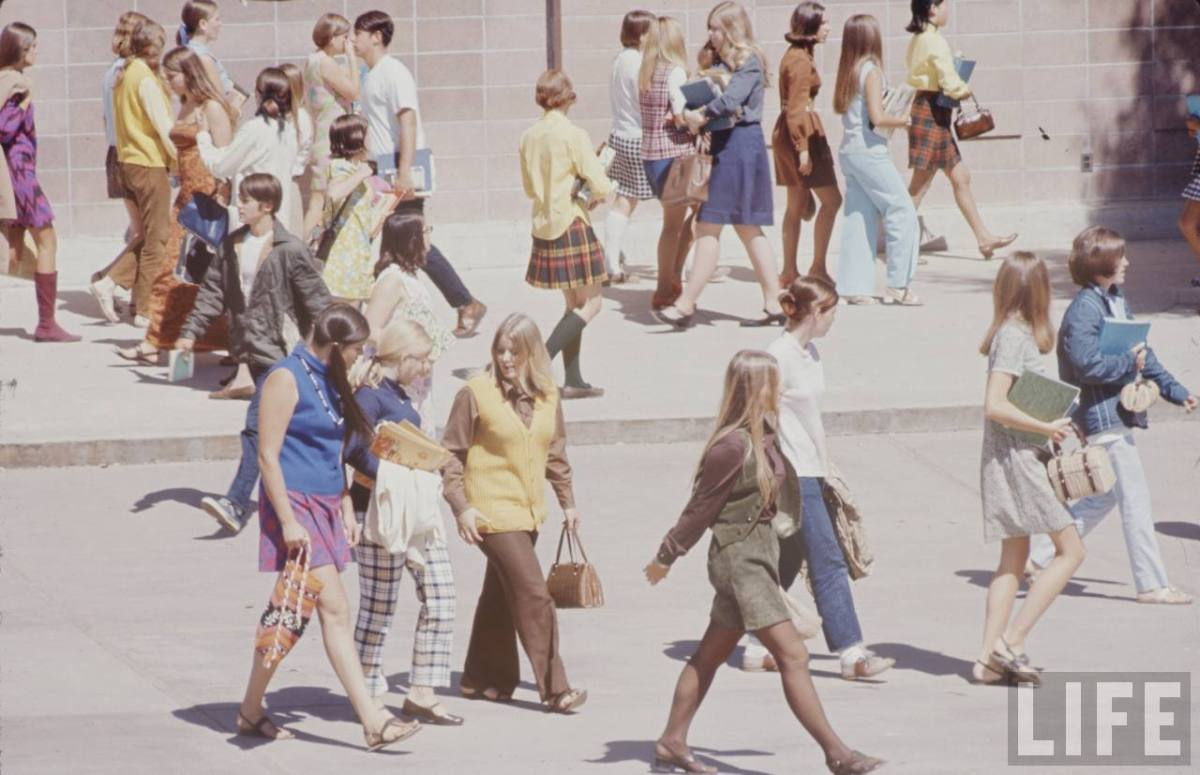 LIFE Magazine 1969 - High School Fashion [Picture Gallery]