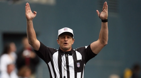 N.F.L. Reaches Labor Deal With Referees [Sports News]